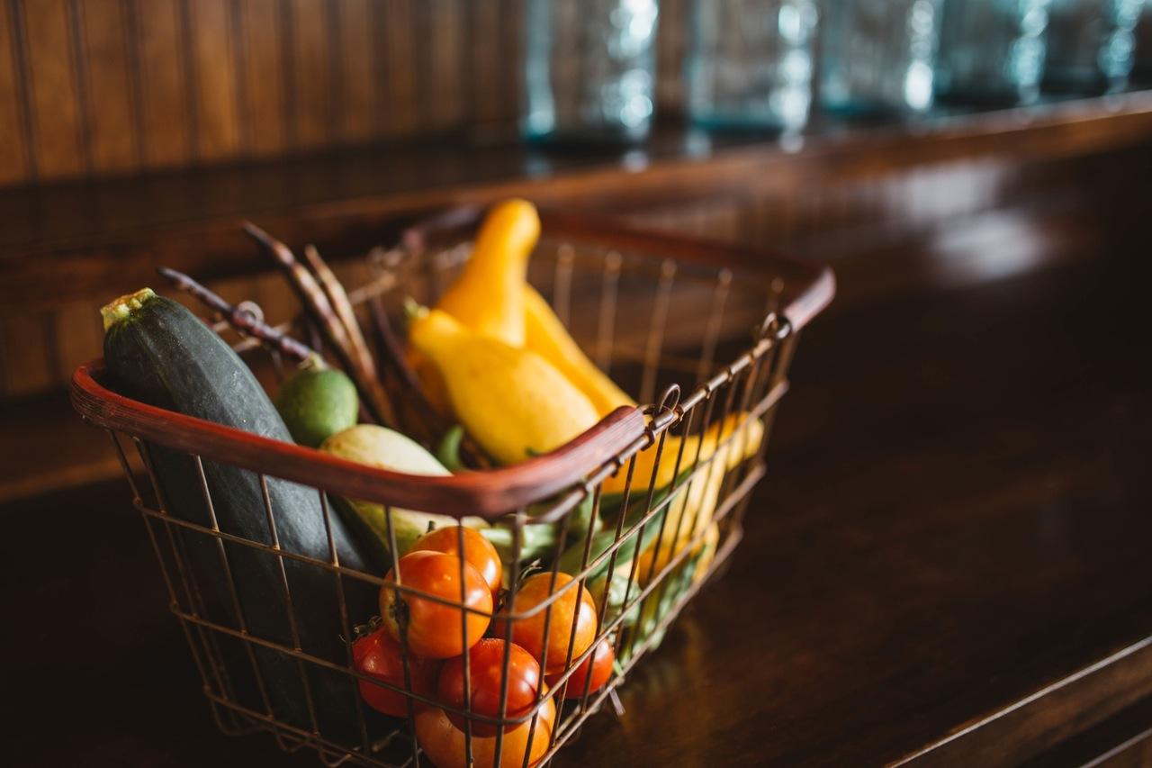 Daily Menu Planner, Shopping Checklist & Calorie Counter